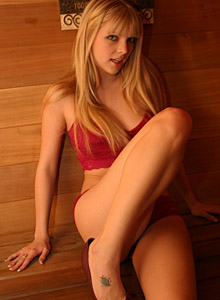 Blonde Beauty Jana Is In The Sauna Rubbing Babyoil All Over Her Tight Teen Body - Picture 4